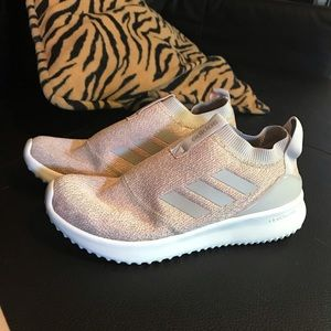NWOT Adidas cloud foam sneakers